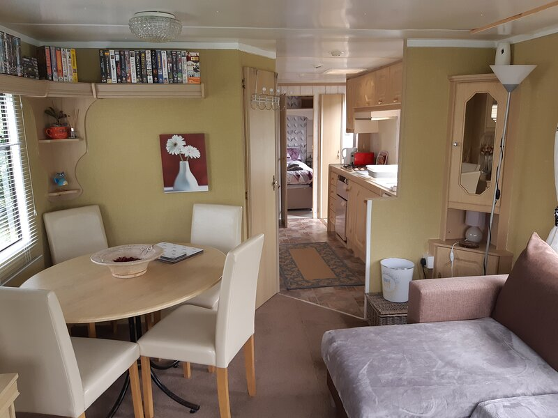 Beautifully decorated 2 bed caravan in foel, welsh, holiday rental in Dolanog