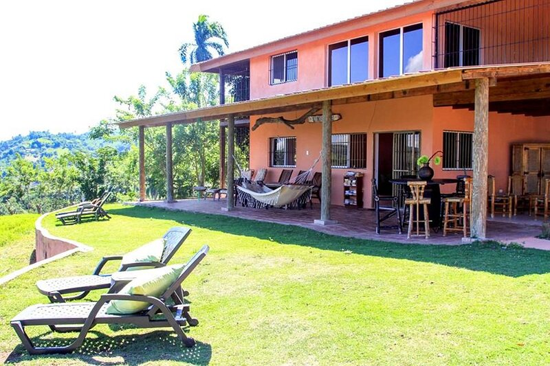 Private suite in lakeview mansion, great for swimming/hiking, holiday rental in Yaque Arriba