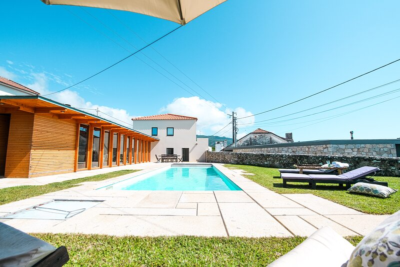 Portugal Active Atlantic Lodge, holiday rental in Carreco