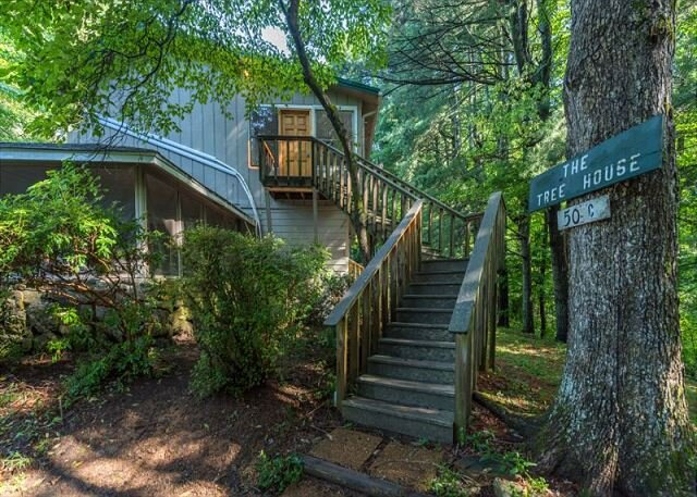 Tree House at Lakemont, holiday rental in Flat Rock