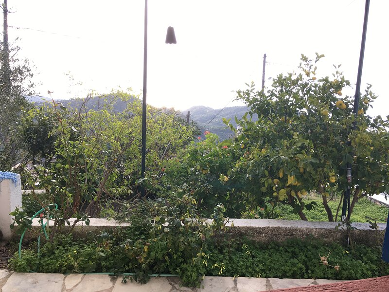 Omorfi Thea (Beautiful View), holiday rental in Schinokapsala