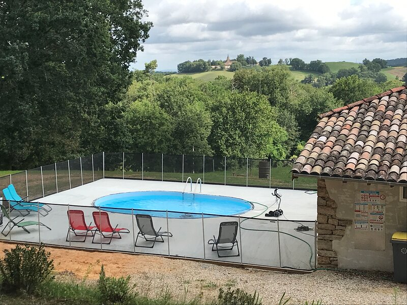 Amazing house with swimming-pool, vacation rental in Monclar-de-Quercy