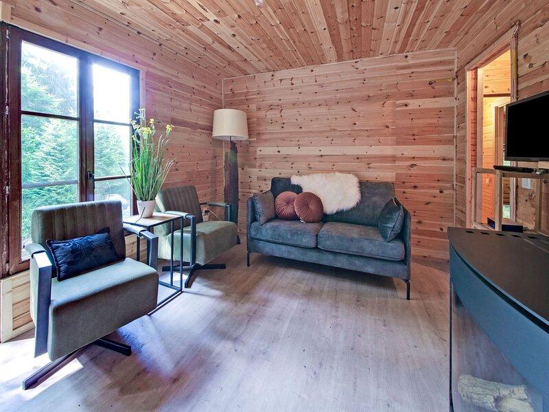 Enticing Chalet in Oignies-en-Thiérache with Private Terrace, aluguéis de temporada em Oignies-en-Thierache