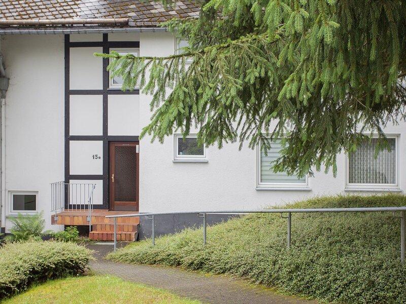 Nice flat in Winterberg-Silbach with balcony near the forest, casa vacanza a Silbach