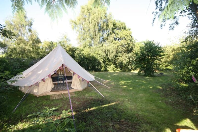 Tranquil countryside bell tent for two with fabulous views, holiday rental in Llanfynydd
