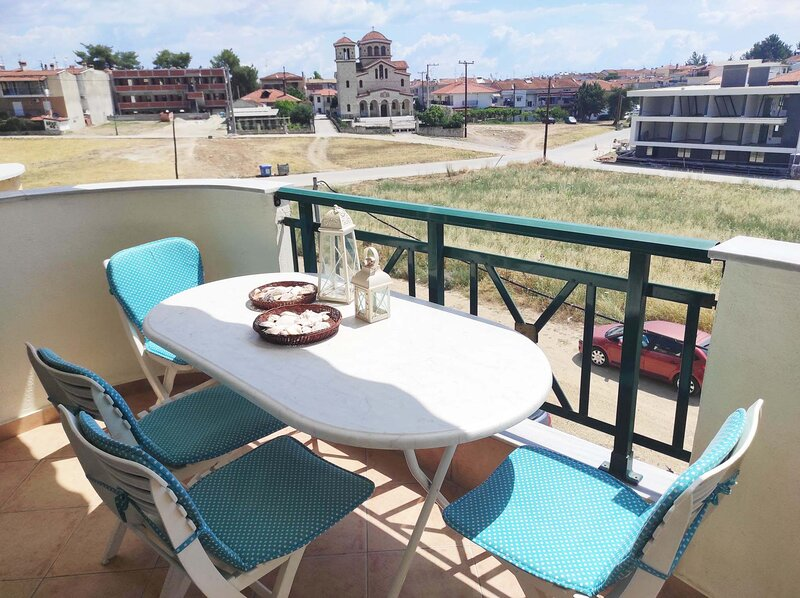 Cozy 2nd fl Apart in Kallithea with Sunny Balcony, holiday rental in Kallithea