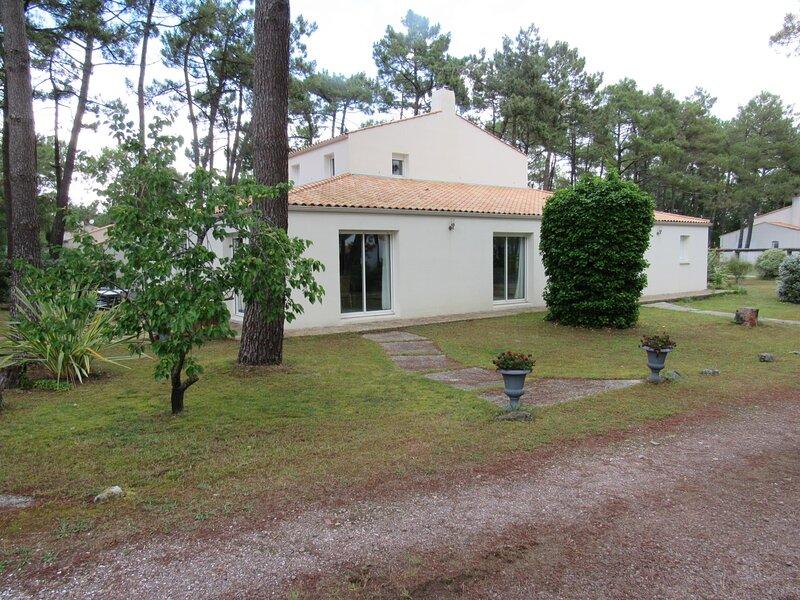 VILLA QUARTIER RESIDENTIEL DES AMOURETTES, vacation rental in L'Aiguillon-sur-Mer