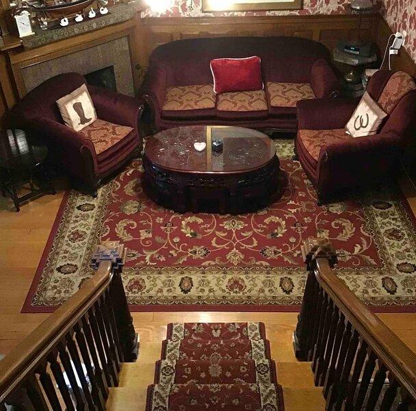 Fenway Park Vintage Brownstone B&B, holiday rental in Somerville