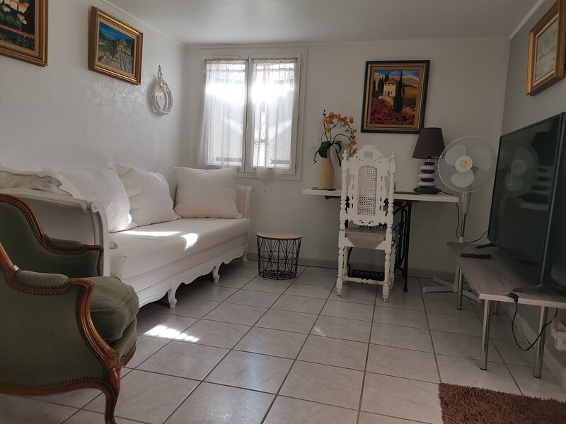 Chambres d'hôtes Les Oliviers et La cigale, casa vacanza a Mornas