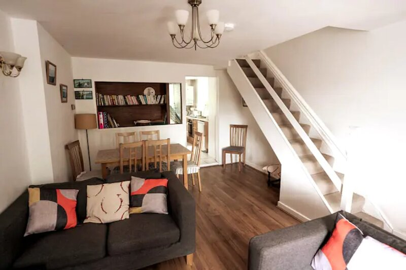 Comfortable North Wales cottage, sleeps 6, vacation rental in Groeslon
