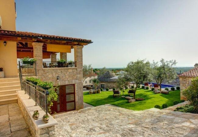 Visignano Villa Sleeps 6 with Pool Air Con and WiFi - 5894795, holiday rental in Markovac