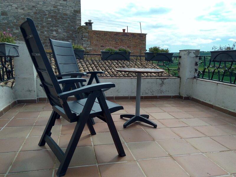 Cals Nonos, alojamiento turístico, casa entera para dos personas en La Segarra, holiday rental in Cubells