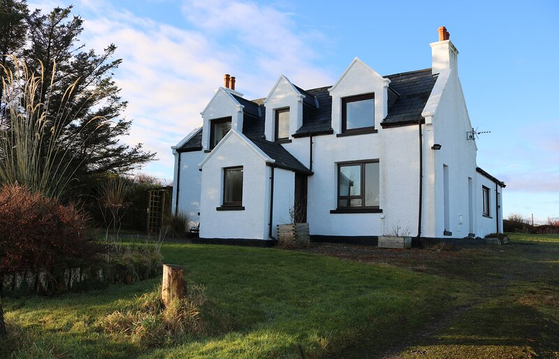 Taigh nam Braithrean, Valtos is a cosy family cottage with seaviews!, vacation rental in Arrina