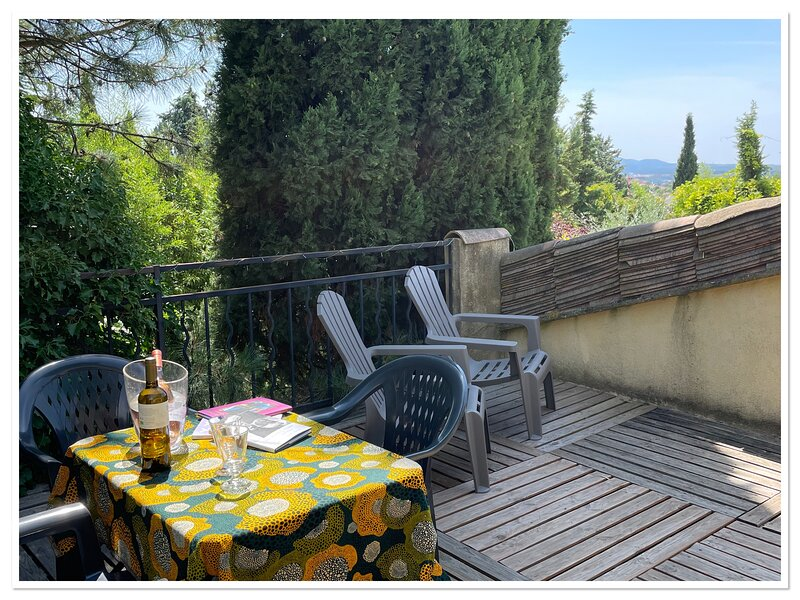 AIX CHAMBRE ET TERRASSE BALCON À LA CAMPAGNE -, casa vacanza a Bouches-du-Rhone