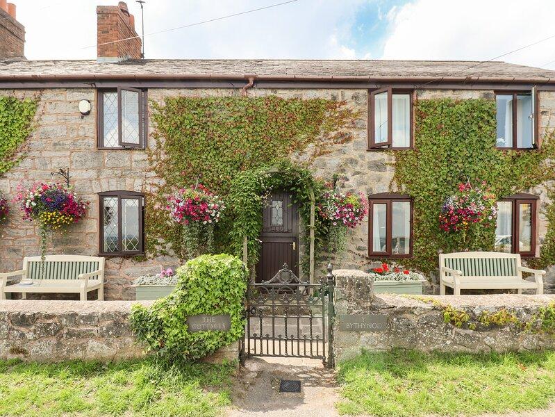 THE COTTAGE, Pet-friendly, WiFi, Stone features, Gwernymynydd, location de vacances à Pantymwyn