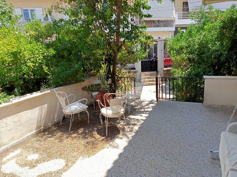 Cosy Villa with garden, near the beach in Greece, vacation rental in Galatas