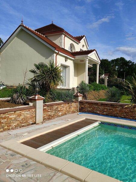 Villa Angelina 1 chambre avec piscine, holiday rental in Chanteloup-en-Brie