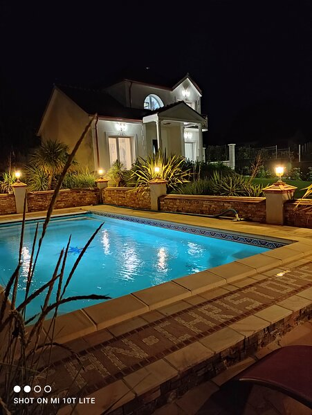 Villa Angelina 2chambres avec piscine, holiday rental in Chanteloup-en-Brie