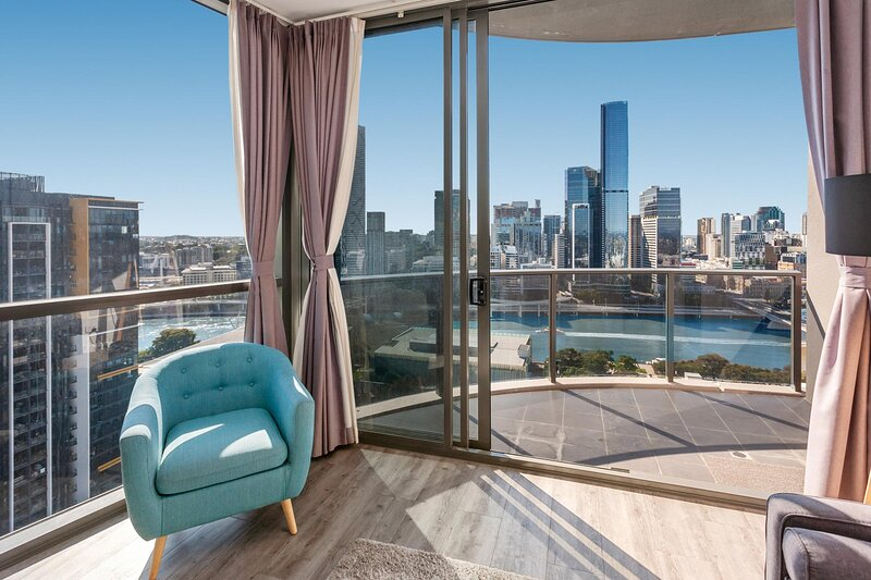River-View Unit with Rooftop Pool near Museums, holiday rental in Indooroopilly