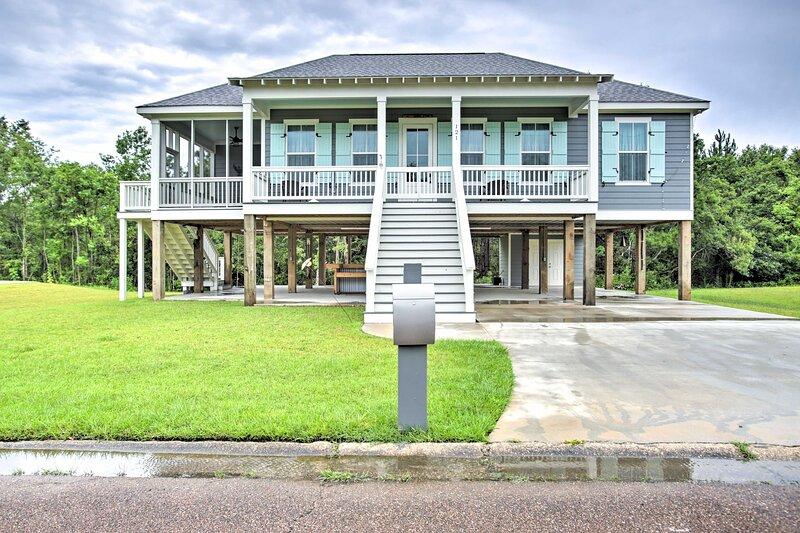 NEW! Chic Waveland Beach House - Walk to Ocean!, casa vacanza a Waveland