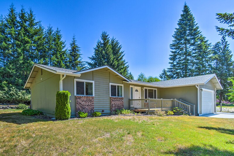 NEW! Peaceful Home < 8 Mi to Olympic National Park, holiday rental in Carlsborg