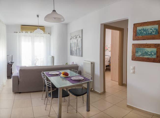 Modern Apartment B - 5min walk to beach - AC - WIFI, vacation rental in Tripitos
