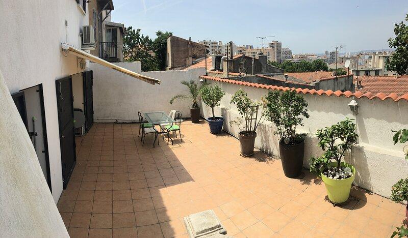 Maison gde terrasse proche sncf et Vie Port, location de vacances à Marseille