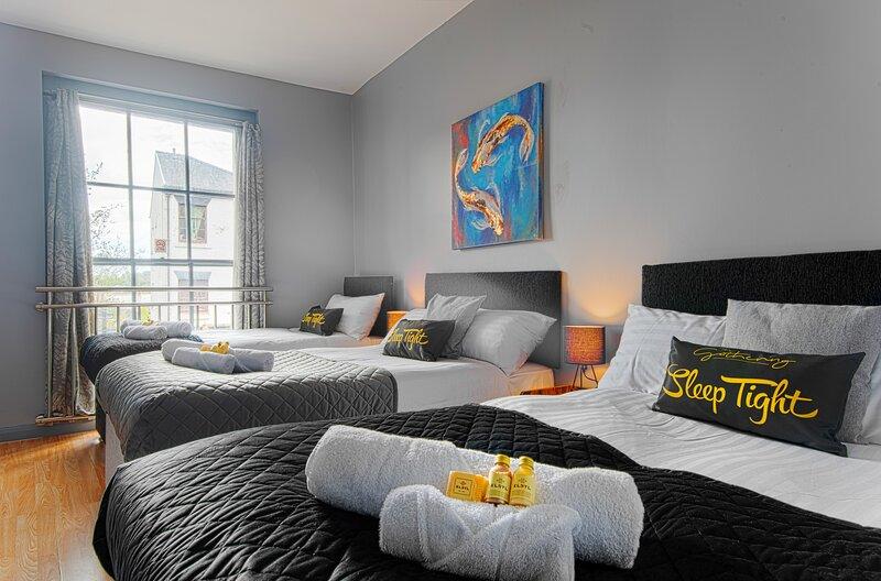The Berwyn - Berwyn House - Central Wrexham - Sleeps Up to 7, location de vacances à Bangor On Dee