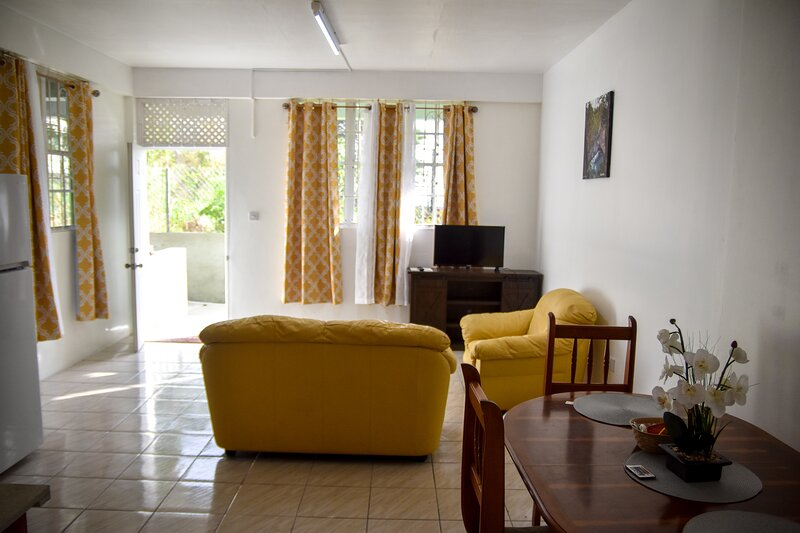 Green Castle Apartment #3 In Roseau, location de vacances à Roseau