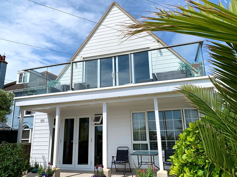 'CONTENT' - SEA FRONT IN FELPHAM, holiday rental in Arun District