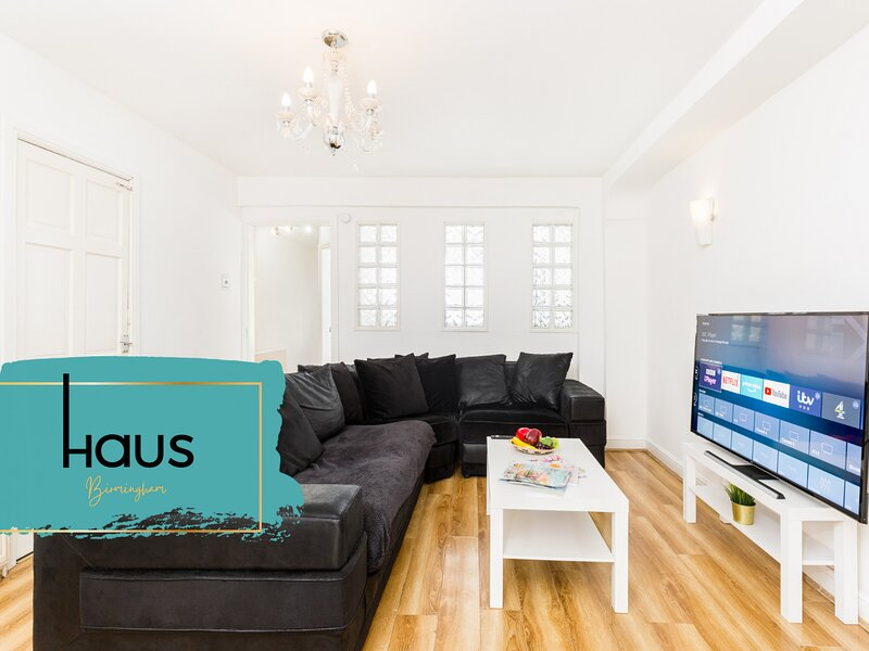 HAUS Birmingham 5 Bedroom House with Garden, holiday rental in Solihull