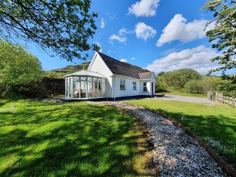 Coitin Abhainn Na Glinne (Glen River Cottage), holiday rental in Rosbeg