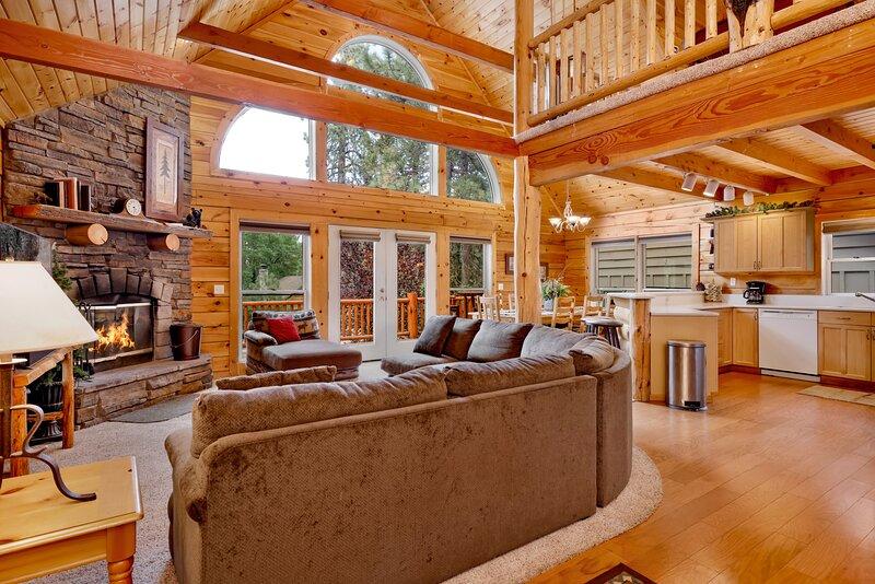 Arktos Jewel | Central Log Cabin | Pool Table | Hot Tub, casa vacanza a Big Bear City