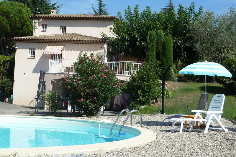 Spacious villa with swimming-pool, holiday rental in Biot