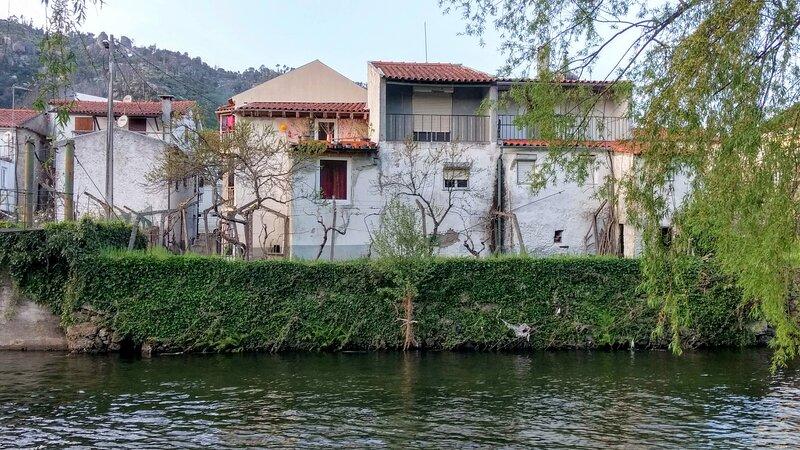 Sandomil Riverbeach Tiny House, holiday rental in Unhais da Serra
