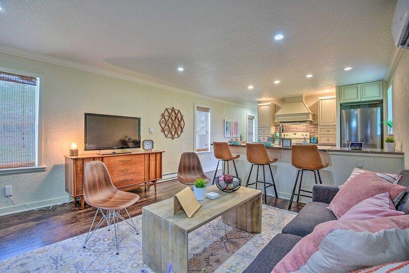 NEW! Modern Winter Garden Cottage: 16 Mi to Disney, holiday rental in Ocoee