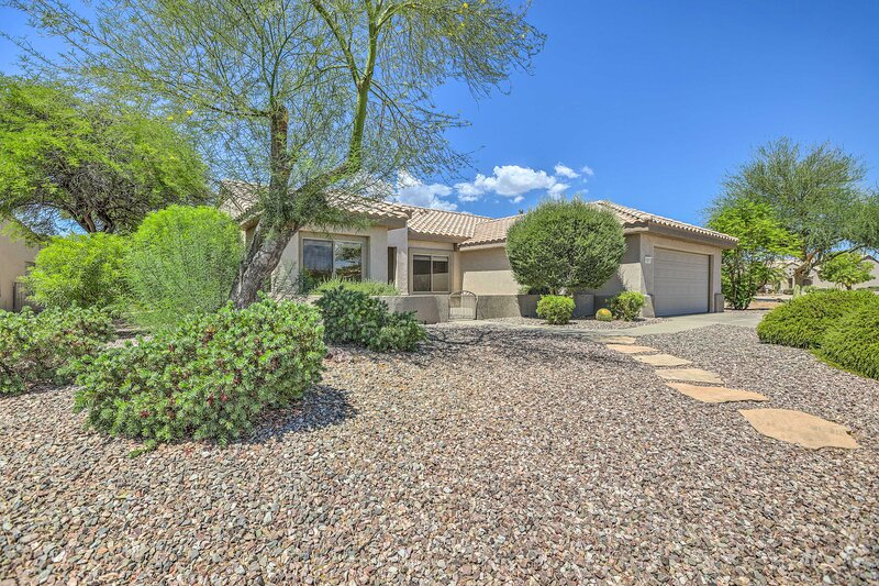 NEW! Inviting Surprise Home with Covered Patio!, holiday rental in Wittmann