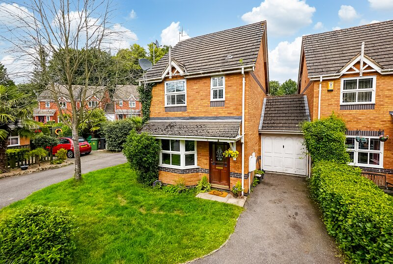 Superb Family Home Overlooking The River Near Maidstone Town Centre, holiday rental in Maidstone