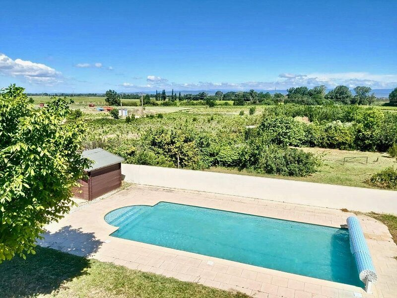 Marcorignan Holiday Home Sleeps 10 with Pool Air Con and WiFi - 5894188, holiday rental in Marcorignan