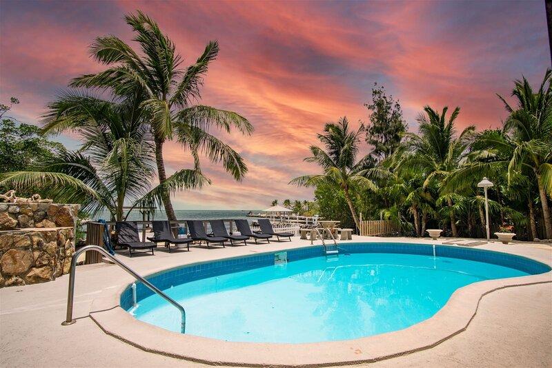The Lazy Lime 5bed/3bath open water views, private pool, hot tub & dockage, alquiler de vacaciones en Marathon Shores