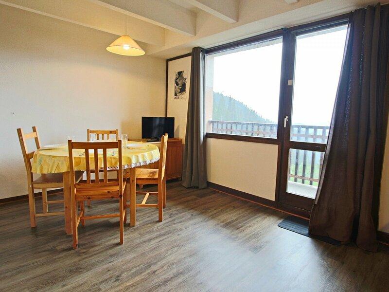 Ce studio cabine pour 4 personnes avec coin montagne séparé du séjour est, vacation rental in Uriage les Bains