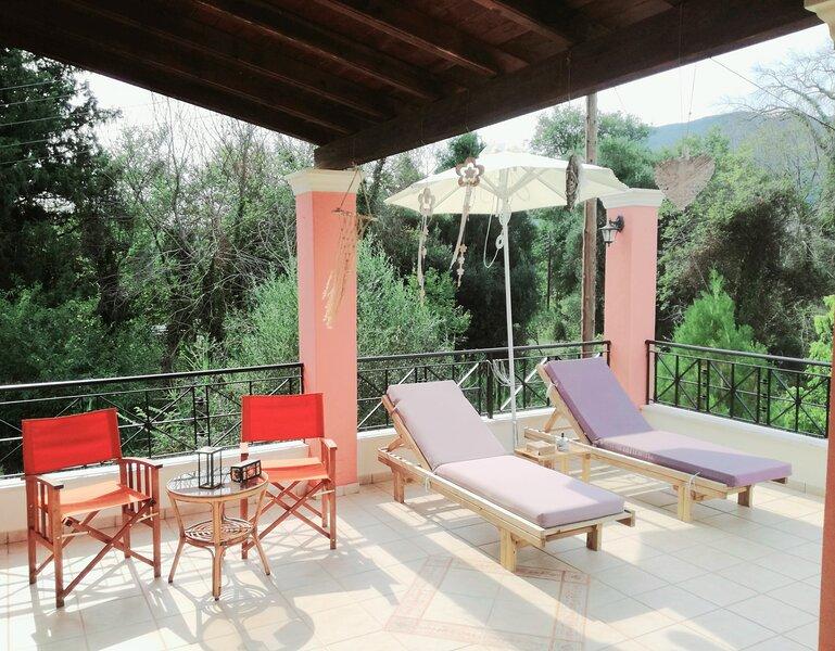 Villa Valia Seaside (Beach access villa in Ipsos bay Corfu), aluguéis de temporada em Agios Markos