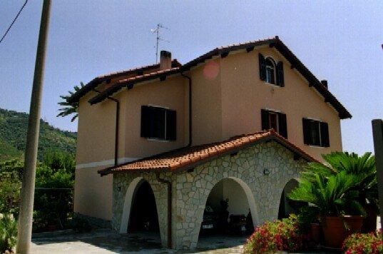 Haus Dino, holiday rental in Vallecrosia