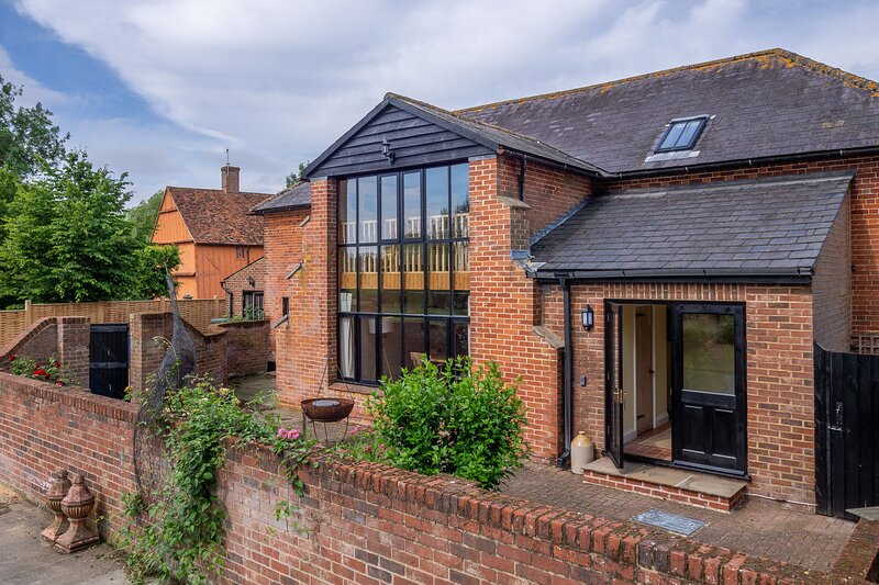 The Old Barn (4), holiday rental in Buxhall