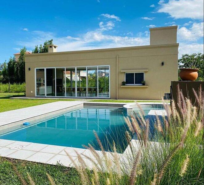Entre Cerros Apart Salta! Cabañas totalmente equipadas con piscina y quincho!, holiday rental in El Bordo