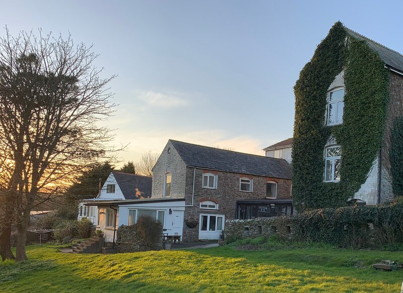 Wringford Cottages, holiday rental in Rame