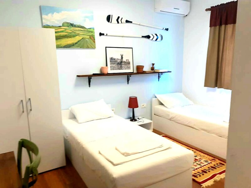 Bujtina Dumrea - Twin Room with Extra Bed 3, holiday rental in Berat County
