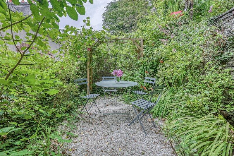 La Maison Douce - 3 chambres et joli jardin, location de vacances à Plouigneau