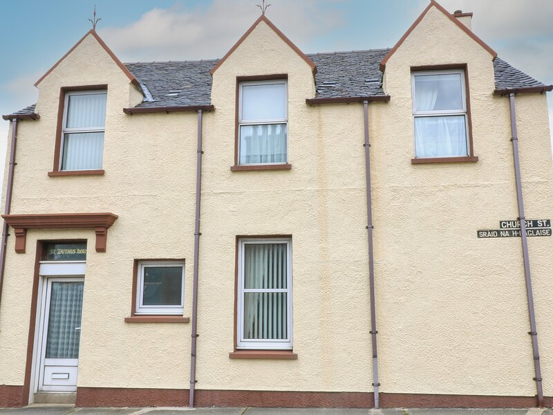 ST. DUTHUS HOUSE, traditional Victorian house, Sky TV, parking, in Stornoway, casa vacanza a Leurbost