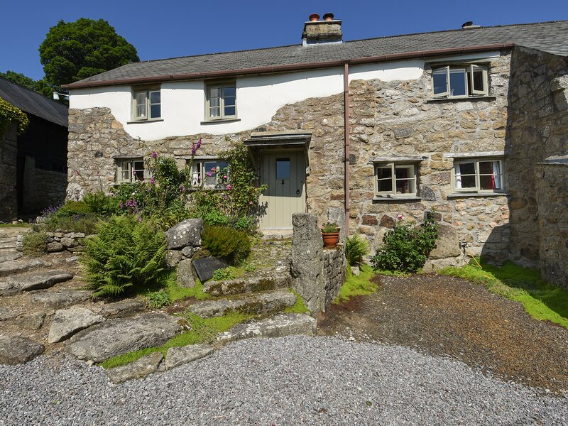 THREE HARES COTTAGE, perfect for honeymoon's, near Chagford, holiday rental in South Zeal